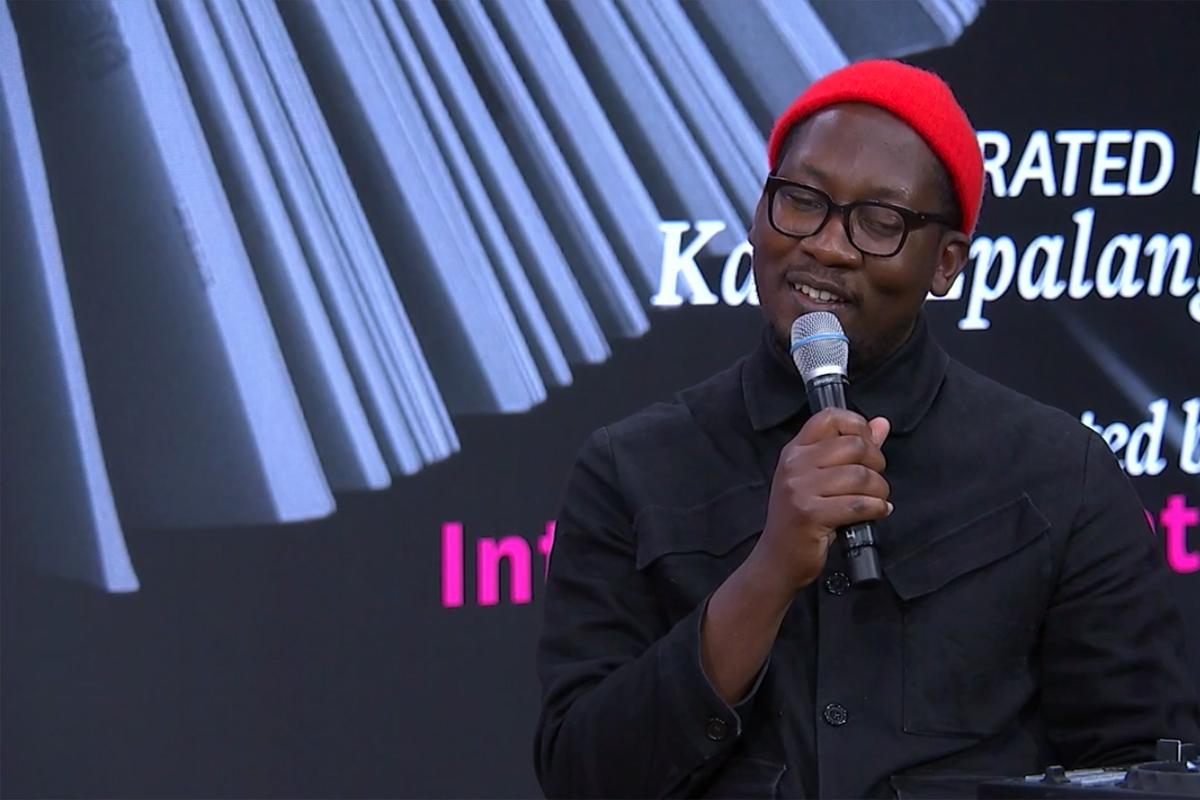 Kalaf Epalanga erzählt von der Entstehung seines Buches »Whites Can Dance Too« © Livestream/Literaturhaus