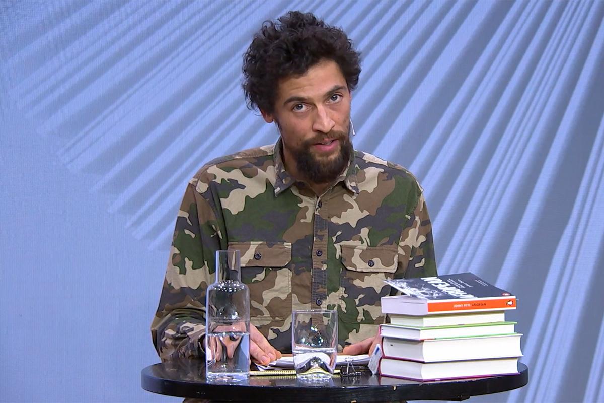 Moses Leo liest aus Telma Tvons »Um Preto Muito Português« © Livestream/Literaturhaus